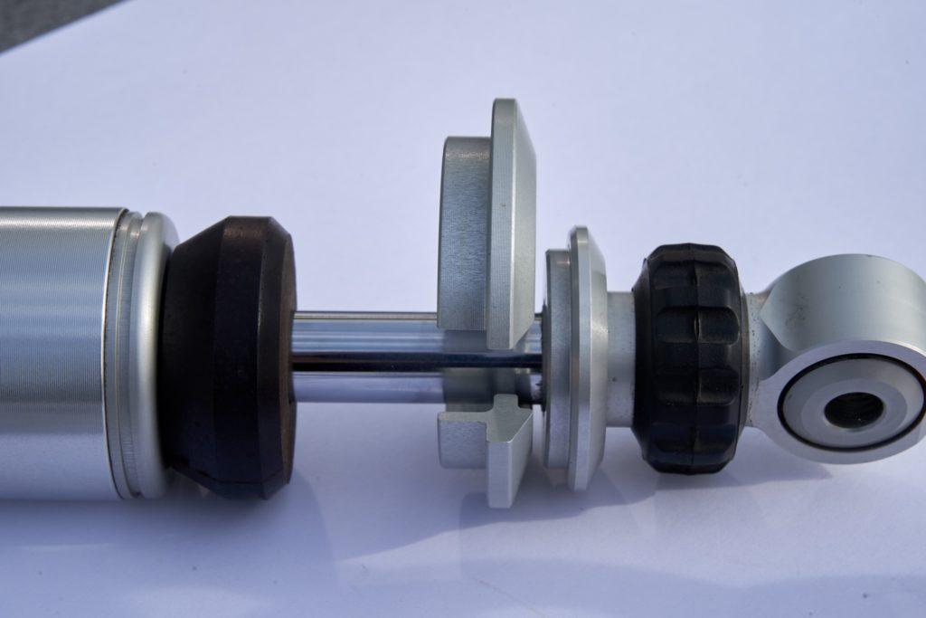 Öhlins Federbein Monster 1200S, erforderlicher Freigang für Entfernung oberer Federteller mindestens 16 mm